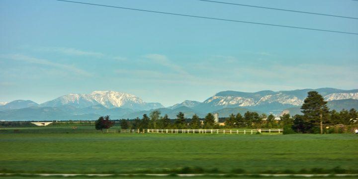 Schneeberg und Hohe Wand vom Zug aus