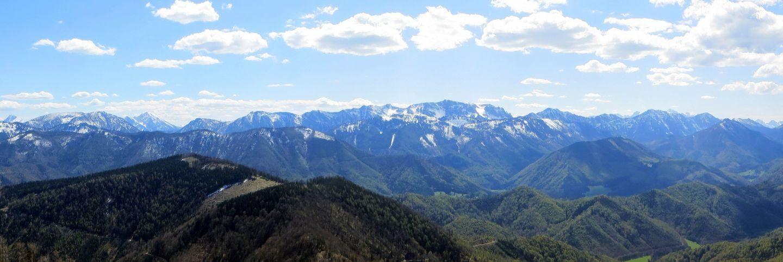 Gipfelpanorama vom Schneeberg in den oberösterreichischen Voralpen.