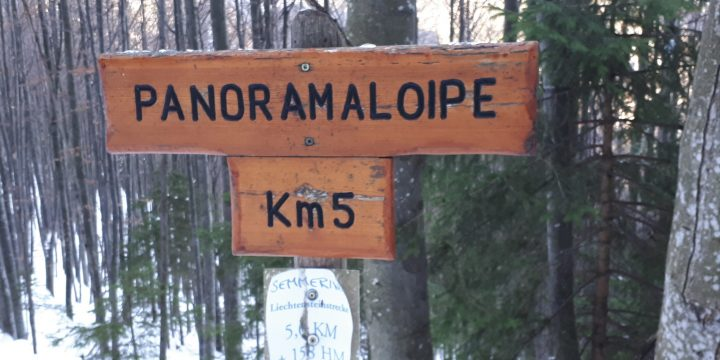 Kilometerangaben entlang der Loipe. Foto: Gerold Petritsch