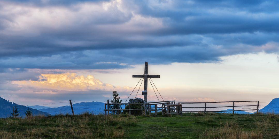 Gipfelkreuz beim Schutzhaus Hochanger. Foto: Doris List-Winder