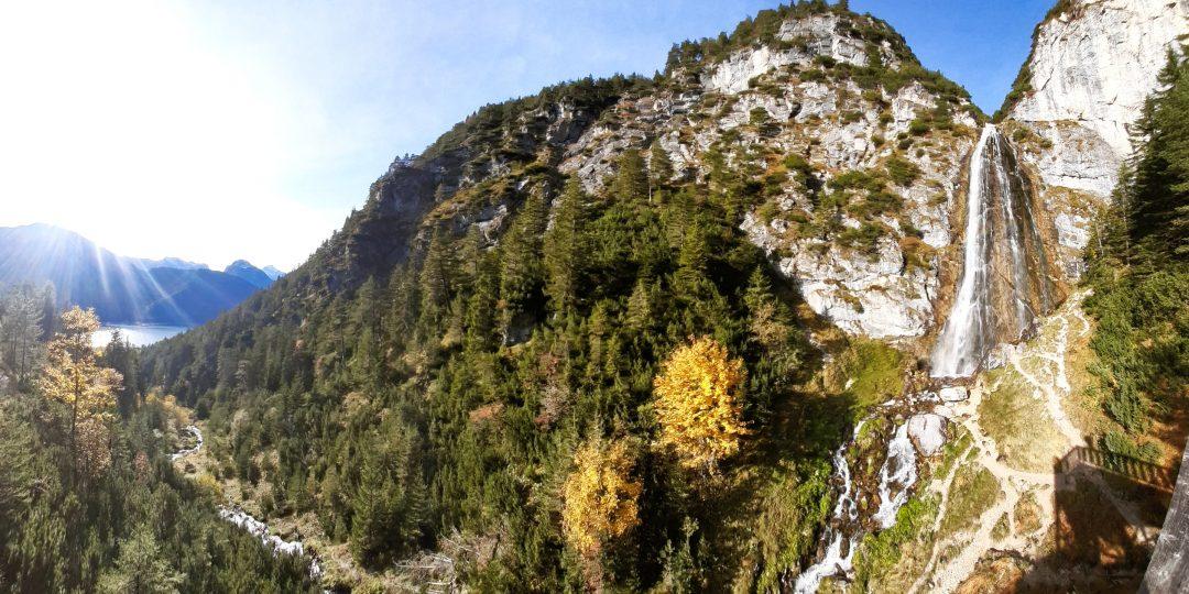 Dalfazer Wasserfall im goldenen Herbst. Foto: Konrad Gwiggner